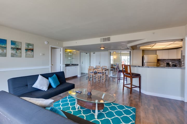 Open & Roomy 2b/2b 5min from Strip&Convention Cntr