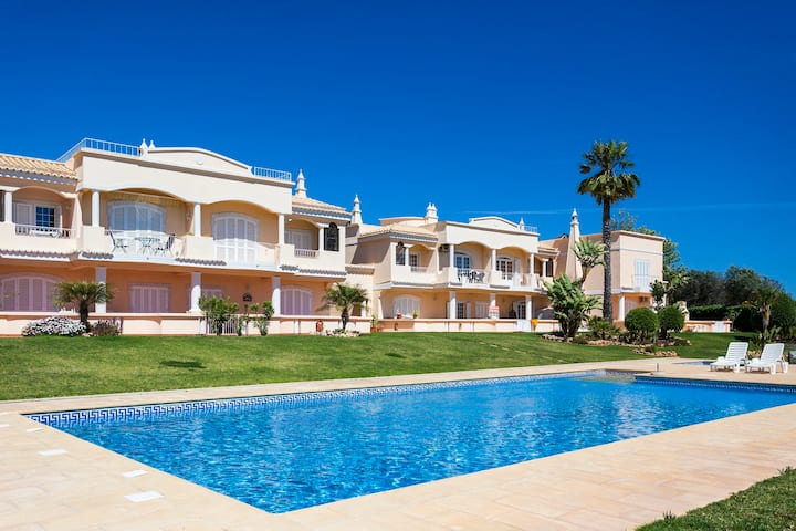 Two Bedroom Apt at Praia do Marinha