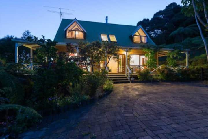 Annie's Nest.  Sea Views Russell New Zealand