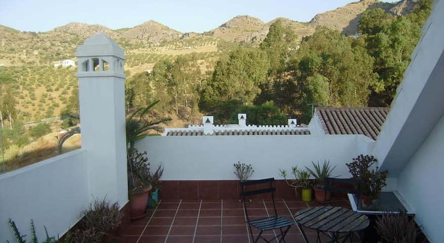 Casa Bernardo Álora