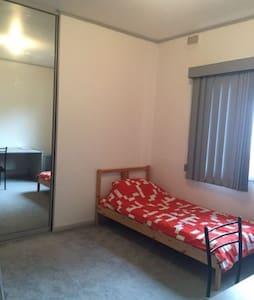 Cosy Room in Dernancourt Adelaide - Dernancourt - Casa