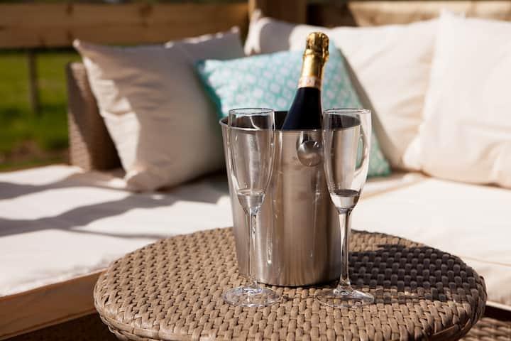 Primrose Farm Holidays, Luxury Glamping - Primrose