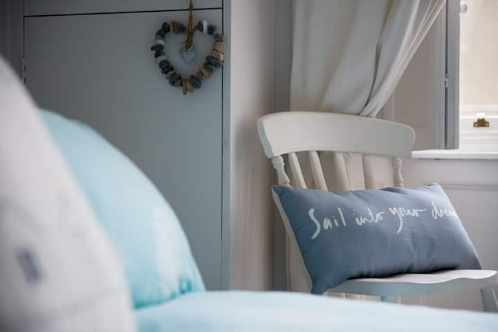 Get some Vitamin Sea : cosy stay-cation retreat