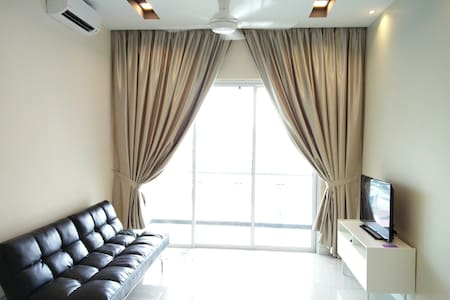 High above, cozy serviced apartment - Puchong - Departamento