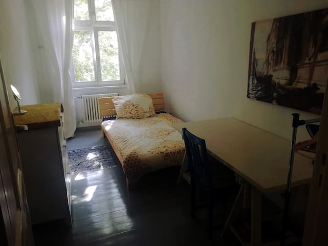Cozy room north of central Berlin :)