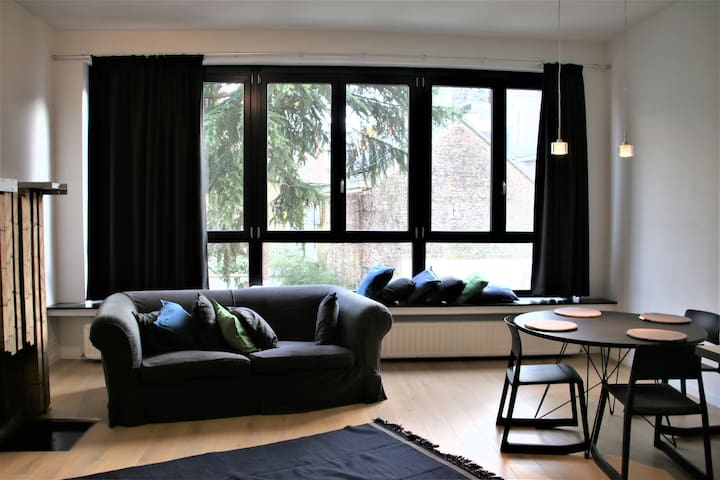 Welcoming apartment close to Chatelain/Louise
