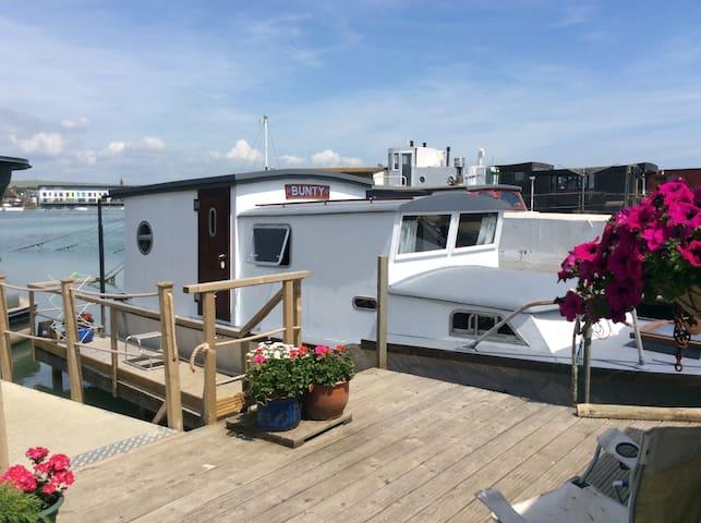 """Mini Houseboat """"Bunty"""""""