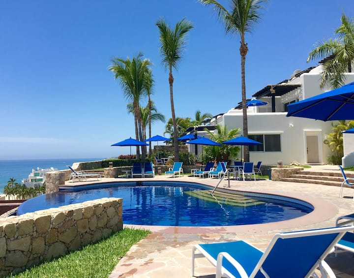 Gorgeous Poolside Panoramic Sea View Condo