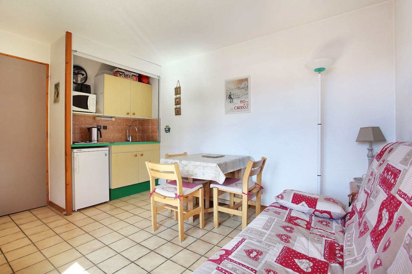 Welcome to your cozy and charming apartment by the pistes!