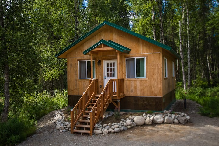 Talkeetna Wilderness Lodge - Family Cabin #4 – Queen Bed