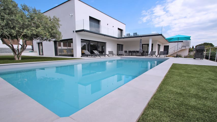 Villa contemporaine de standing - 10 personnes - Piscine privative - Vue mer - Climatisation - WiFi - Les Issambres
