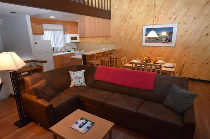 Tahoe Condo Sleeps 6, Jacuzzi and Clubhouse Access