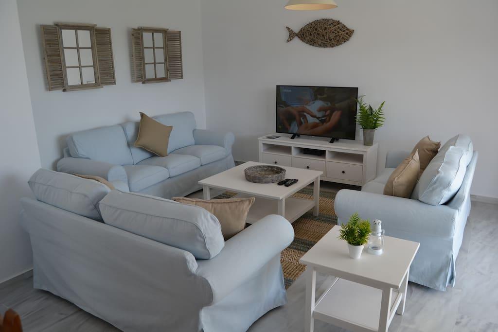 Salón principal con TV por Satélite