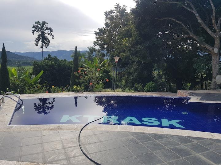 Finca con piscina la esmeralda