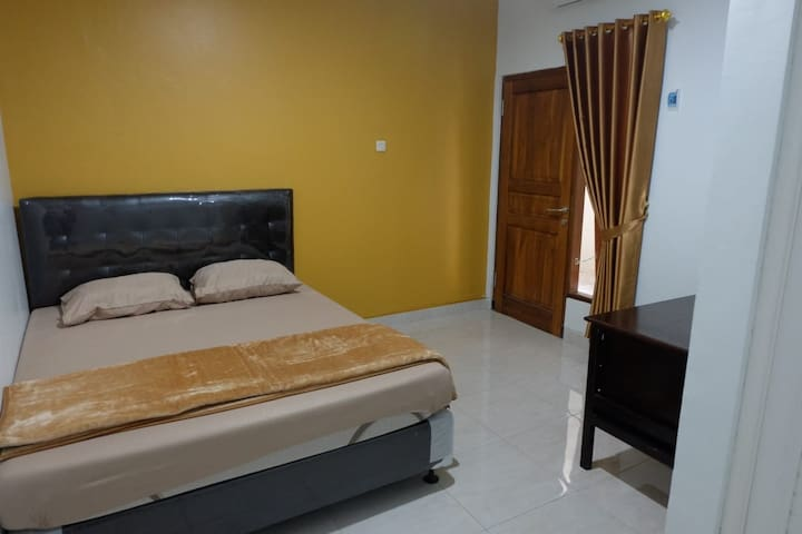 Cozy home in Central Jogja (Room202) near UGM&Mall