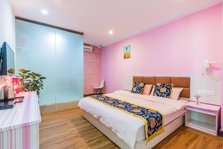 粉色空间大床房/临近广州南站 长隆旅游区