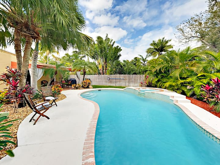 Las Olas Oasis w/ Pool & Spa - Walk to Restaurants