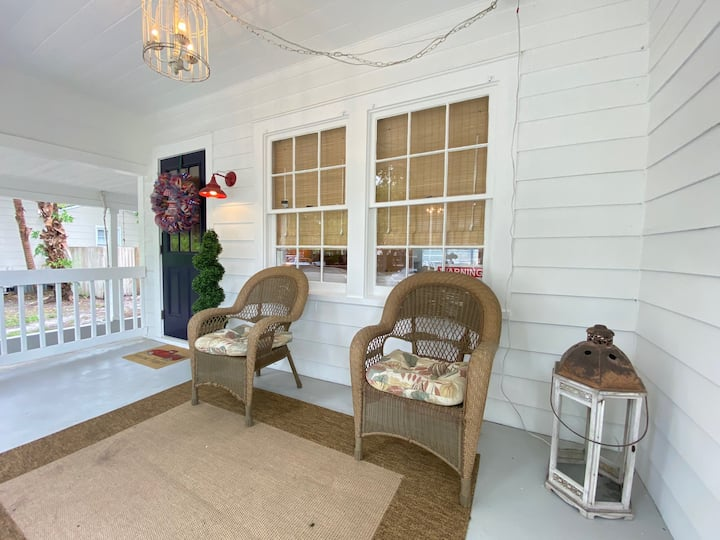 Cozy Cottage Lovers -- Step Back in Time