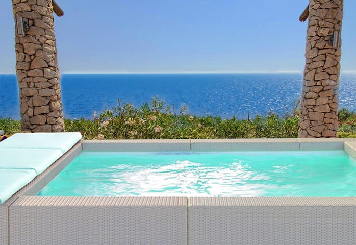 Freshly renovated villa with heated mini-pool and 180° sea view