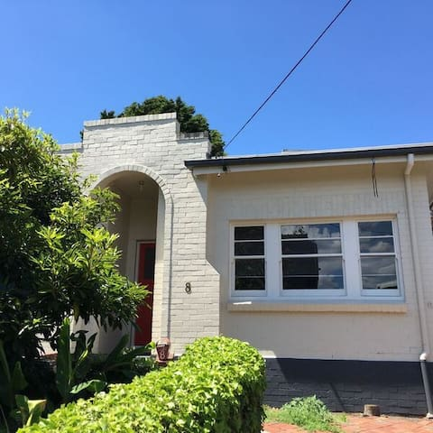 """Beautifully Renovated """"Thistle Cottage"""" - Battery Point - Dom"""