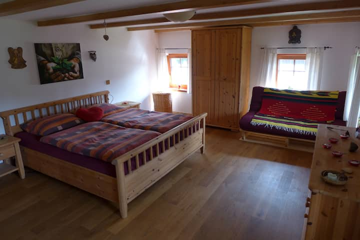 SRDCE - s manželskou postelí a jap. futonem