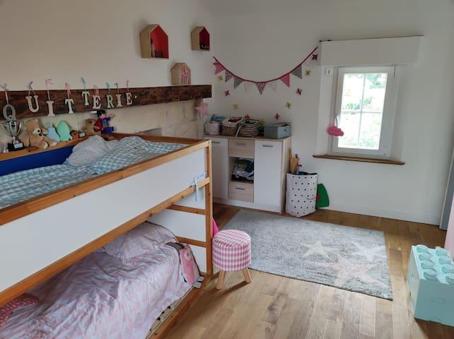 Chambre d'enfant avec lit superposé