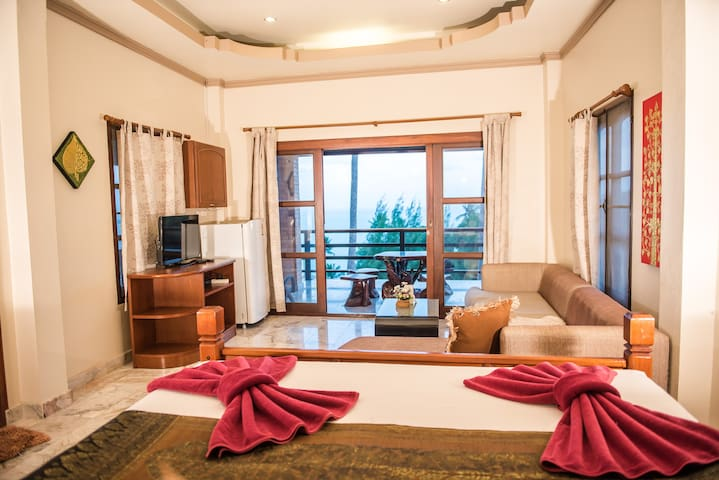 Grand 2-Bedroom Villa with Breakfast by Laem Sila