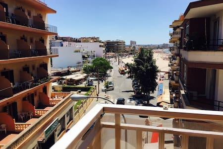 Luminoso,grande,primera linea de playa con terraza - Can Pastilla - House