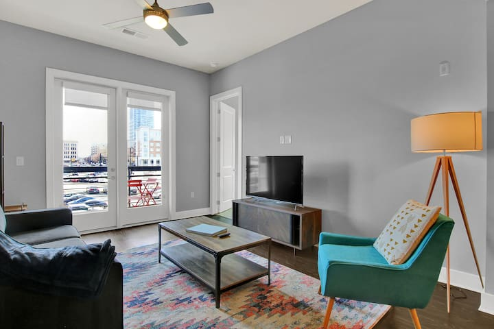 Kasa | Charlotte | Sleek 2BD/2BA Apartment