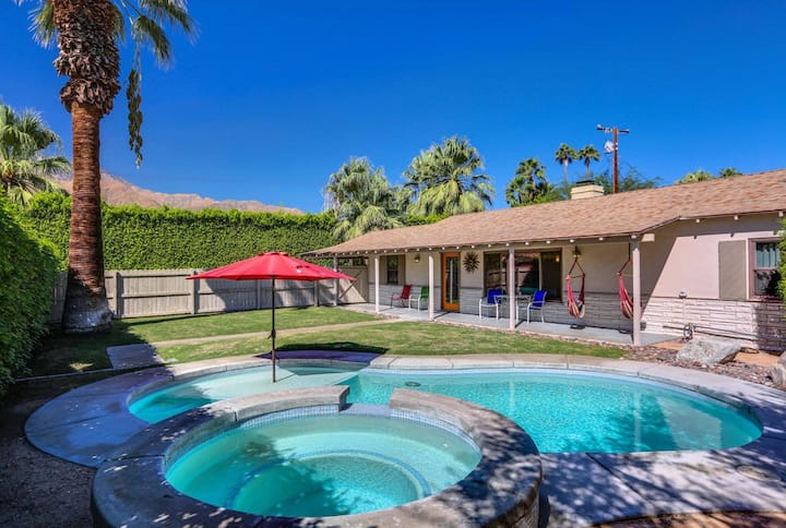 Mountain view home w/ private pool, spa & firepit - walk to dining/shopping!