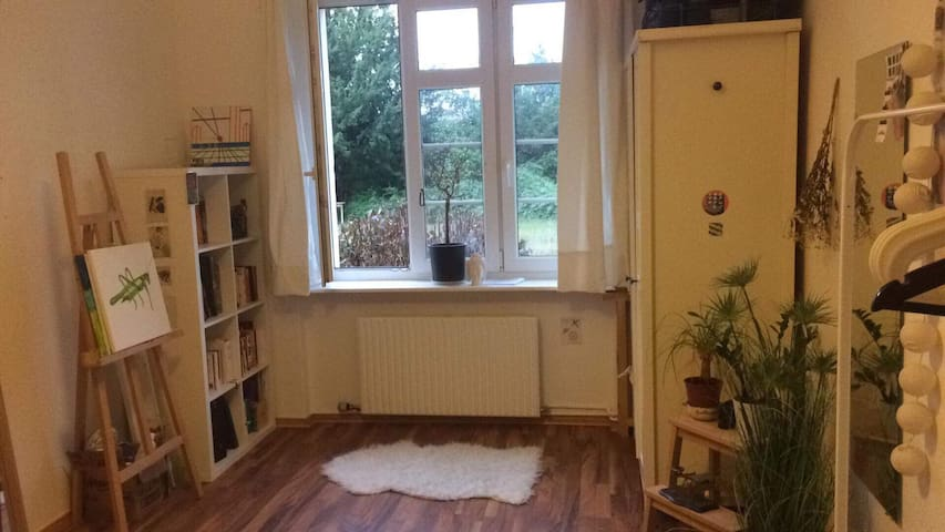 Nice room, 10 min by foot to Tempelhofer Feld