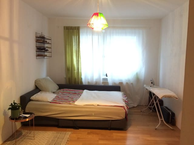 CENTRAL & COSY ROOM in Altona, near pubs and river