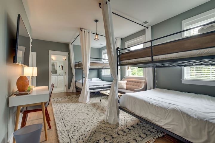Master Suite in Boutique Townhome close to DT