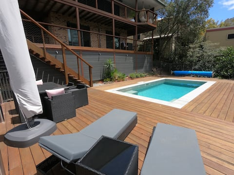 Byron Poolside Apartment with View