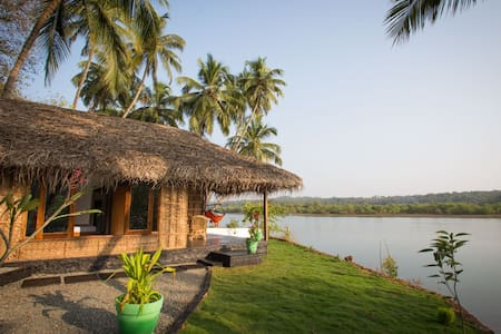 Luxury AC Riverfront Cottage - Rajbag-Patnem Beach - Canacona - Barraca