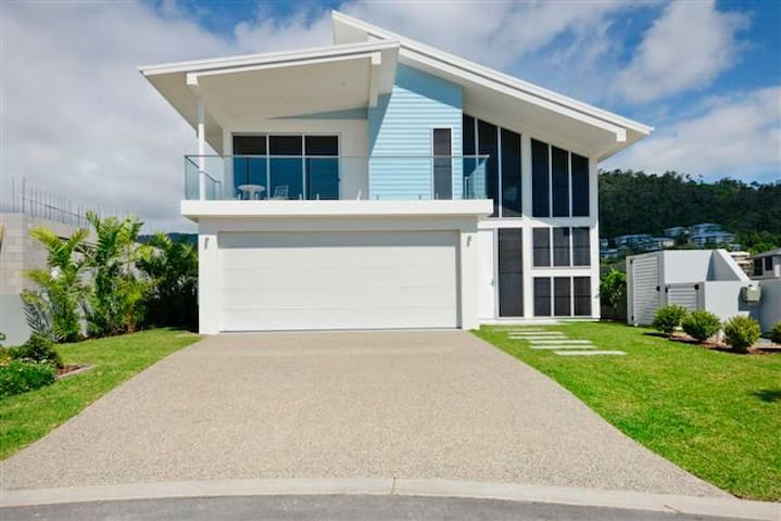 Airlie Beach Retreat - Airlie beach  - House