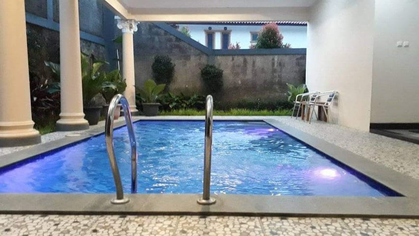 Stay home villa puncak 4bed room