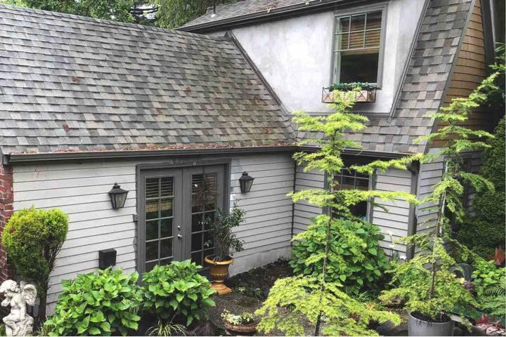 Central District Garden Cottage