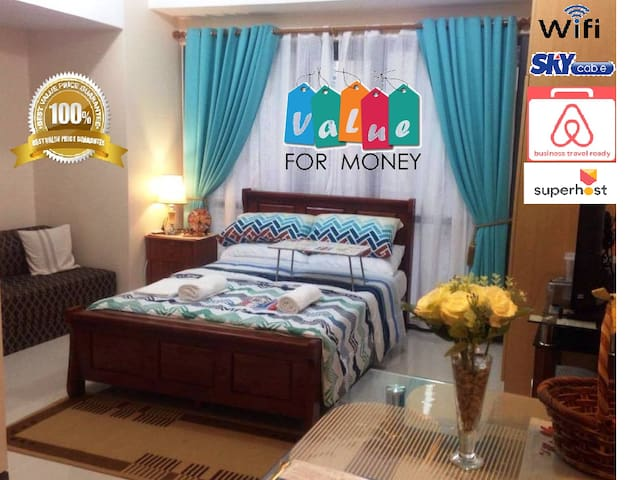 Mckinley Cozy Condotel with Wifi & Pay Parking