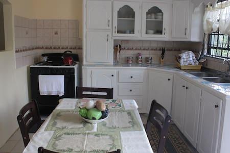 Ti-Rocher Micoud Hideaway - Rumah