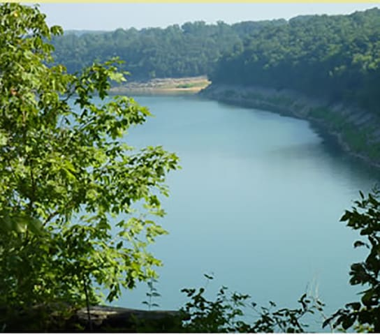Lake Cumberland's Woodson Bend Resort Condominium