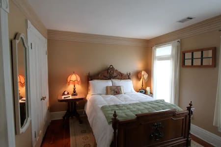 Oswego Room - River Edge Mansion