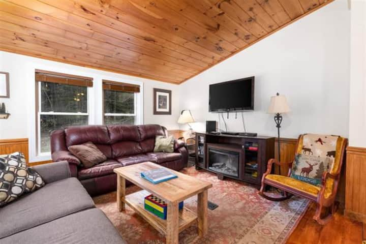 Dog and Family Friendly Close to Great Trails and Shopping
