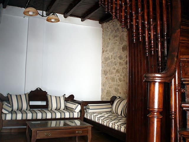 "Chios Traditional and Cozy Hotel ""Aroma Mastihas"" - Agios Georgios Sikousis - Bed & Breakfast"