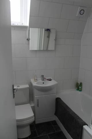 Bathroom (shared with 1 other)