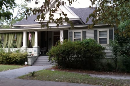 Baker Street Bed and Breakfast at Delfryn Place - Eufaula