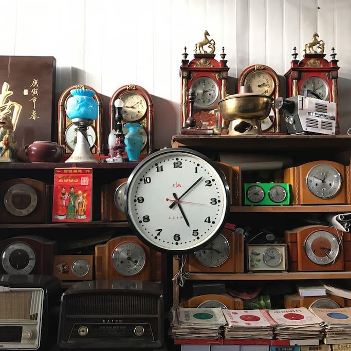 古董市场淘的上海牌插电钟
