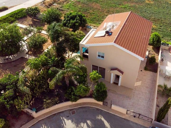 SunnyVillas: 4BR Family Villa☆Pool in Konnos Beach