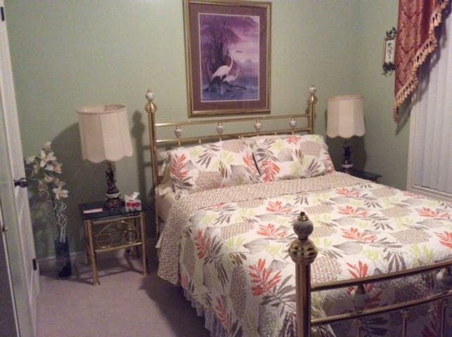 Queen size brass bed with brass lamp end tables