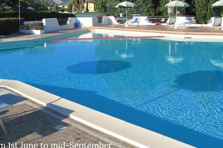 Apart.  4 people in Resort  Pool FREE WI-FI  ❤️❤️